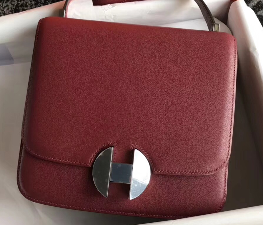 IMG 90318a 71 cr - Hermes 2002 - 26 Bag In Evercolor Calfskin With Adjustable Strap