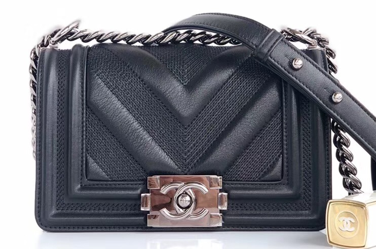 IMG 90822a 3 cr - Chanel Embossed Chevron Boy Flap Bag 2019