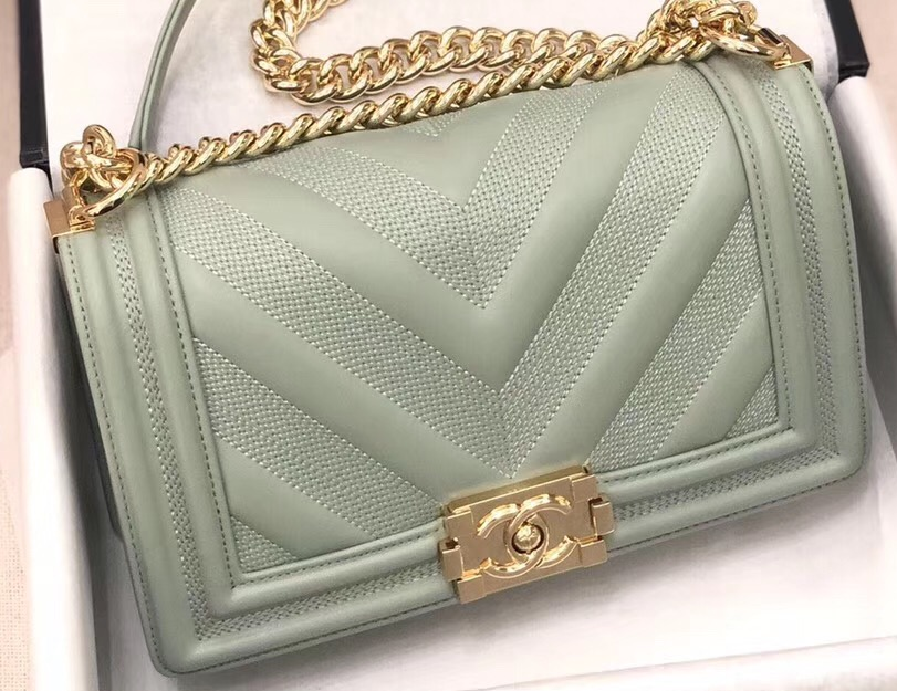 IMG 90822a 62 cr - Chanel Embossed Chevron Boy Flap Bag 2019