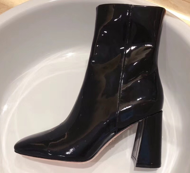 IMG 90826a 324 cr - Prada Glossy Patent Leather Square Toe Boots 2019