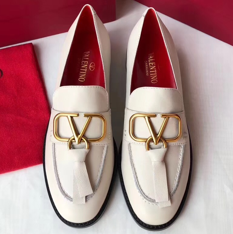IMG 91218a 176 cr - Valentino Leather Loafers With V Logo 2020