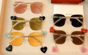 IMG 200619a 1580 cr 300x189 - Gucci Sunglasses with Interlocking G Detachable Heart Charms 2020