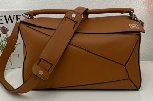 IMG 200805a 167 ccr 300x198 - Loewe Large Puzzle Bag in Classic Calfskin