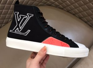 IMG 200904m 2609 cr 300x218 - Louis Vuitton Tattoo Men's Sneakers Top Quality