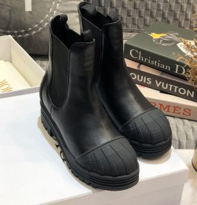 IMG 200919a 548 cr 288x300 - Dior Heel 3.5cm Rubber and Calfskin DiorIron Boots 2020